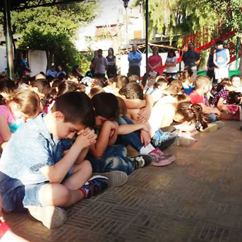 국제 어린이날, 시리아의 평화를 위해 기도하는 알레포 어린이와 학생들(출처=ACN 자료사진)