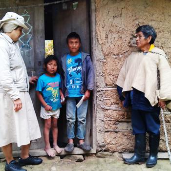 비톤코 주민들과 빈첸시오회 수녀님(출처=ACN 자료사진)