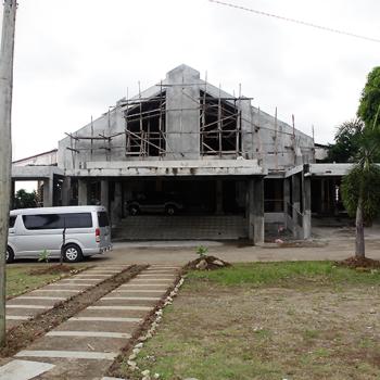 공사가 한창인 마닐라 교구의 로렌조 루이즈 성당