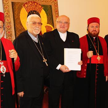 (좌측부터) 시리아 정교회 알사마니 몬시뇰님, 시리아 가톨릭 무슈 대주교님, ACN 중동 지역 책임자이신 할렘바 신부님, 시리아 정교회 샤라프 대주교님, 칼데아 가톨릭 마다시 주교님
