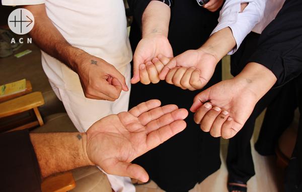 콥트교 신자들의 십자가 문신 출처=ACN 자료사진
