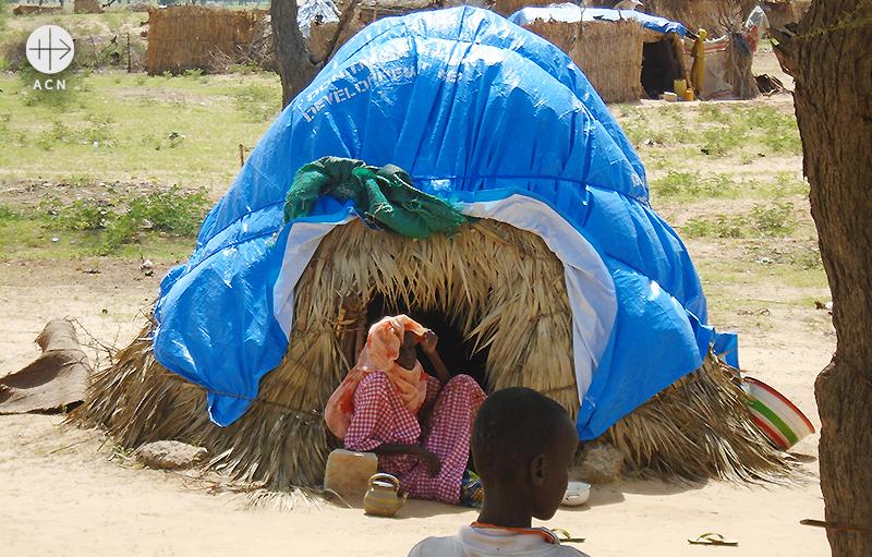 이웃나라 니제르 디파에서 카리타스의 지원을 받고 있는 보코하람 피해자들 (출처=ACN 자료사진)