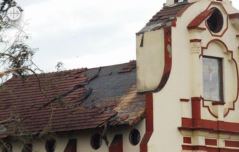 지붕이 손상된 하로누의 성전(출처=ACN 자료사진)
