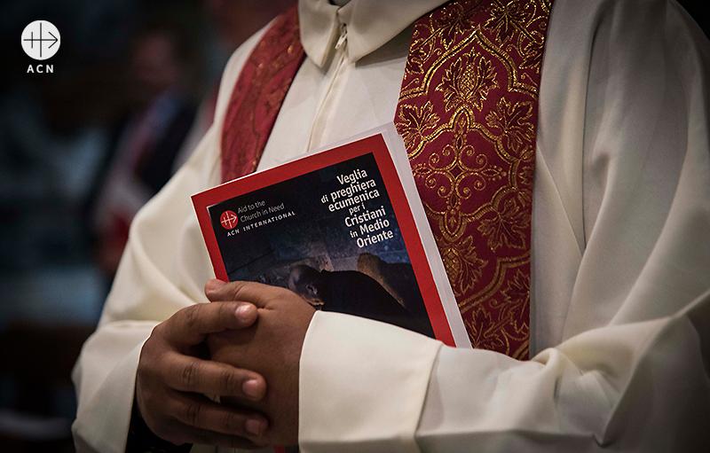 중동 그리스도인의 소식을 전하는 ACN 출판물(출처=ACN 자료사진)