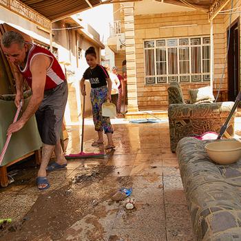 고향집을 청소하는 마지드 (출처=ACN자료사진)