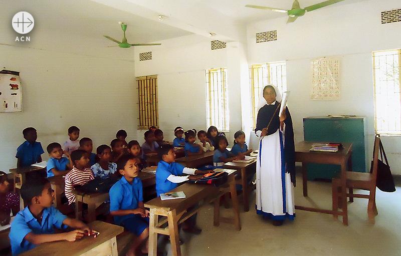 지역 아동들을 지원하는 SMRA 수녀들 (출처=ACN자료사진)