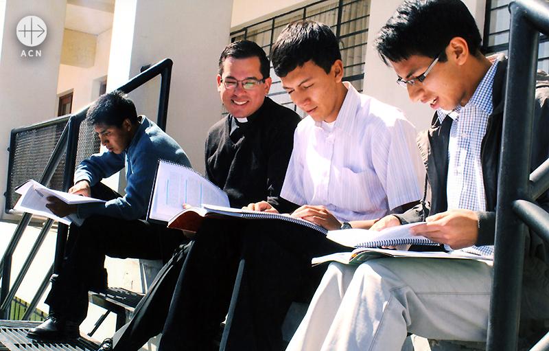 레뎀또리스 마떼르 신학생들 (출처=ACN자료사진)