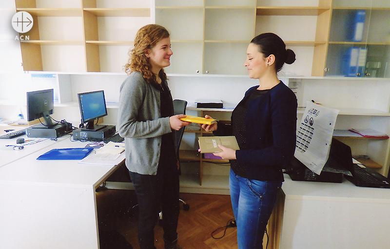 청년 사목을 위한 이반 파바오 2세 유스 센터에 기증 (2017년 사라예보)