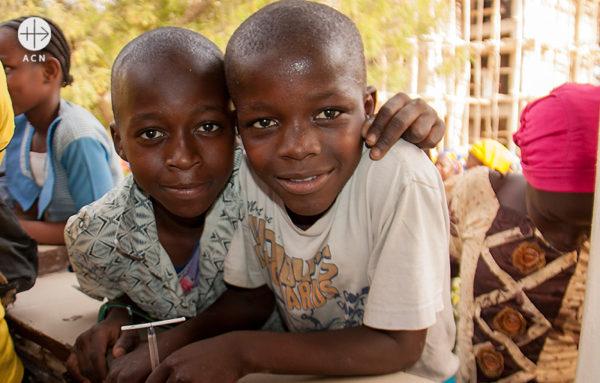 ACN 방문단을 환영하는 아이들 (출처=ACN 자료사진)