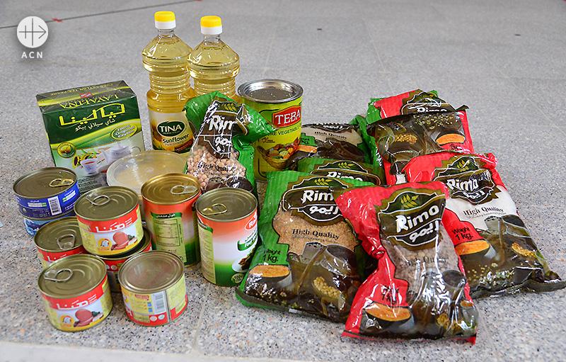 국내난민에게 다달이 제공되는 식료품 (출처=ACN 자료사진)