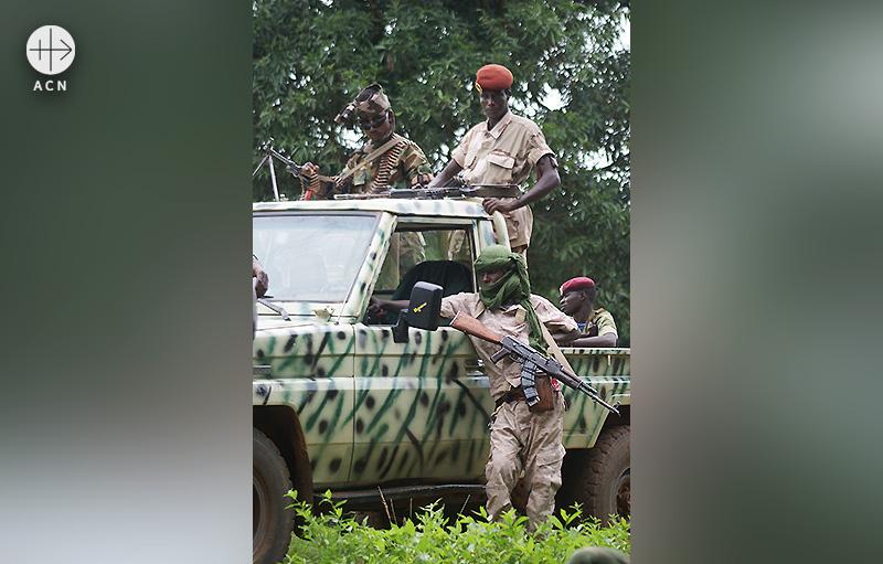 브와르 교구의 반군(출처=ACN 자료사진)