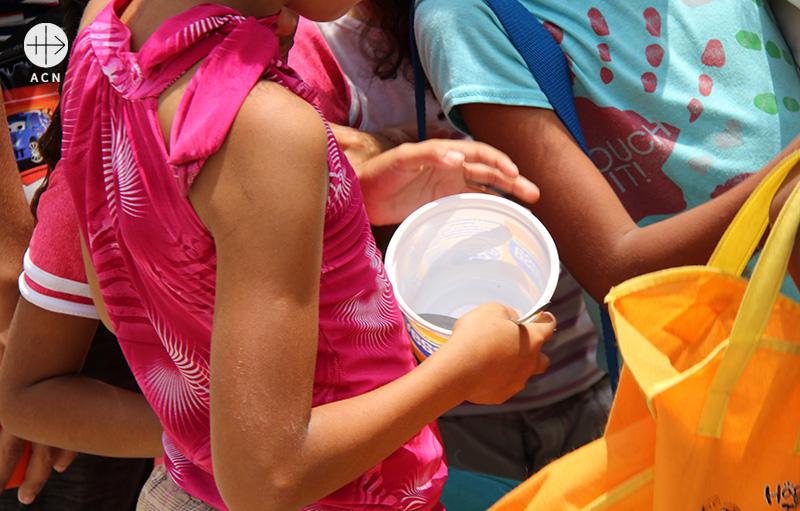 식량배급을 기다리는 아이(출처=ACN 자료사진)