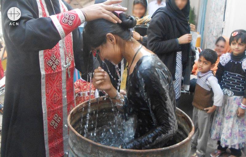 세례를 받는 카이누트 (출처=ACN 자료사진)
