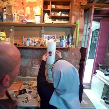 기도초를 꾸미는 알레포의 애니 수녀