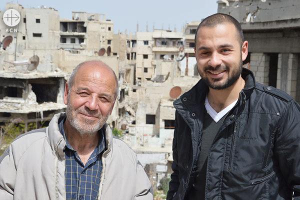 옥상에서 엘리아스와 바사르 (출처=ACN자료사진)