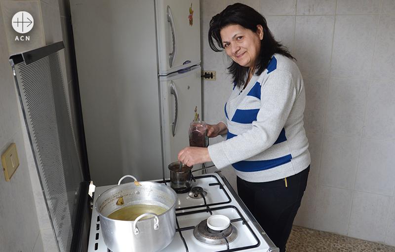 커피를 준비하는 리나 (출처=ACN자료사진)