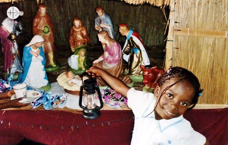 나이지리아 카치아, 구유 앞의 한 소녀 (출처=ACN자료사진)