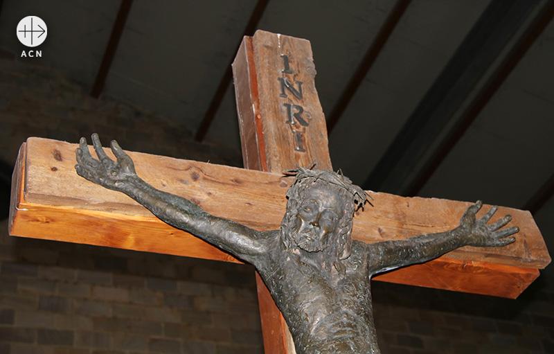 나티팅구 교구의 성전 십자가상 (출처=ACN자료사진)