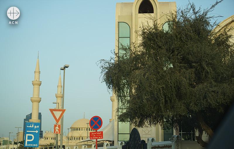 이슬람사원 옆에 위치한 성데레사 성당 (출처=ACN자료사진) (출처=ACN자료사진)