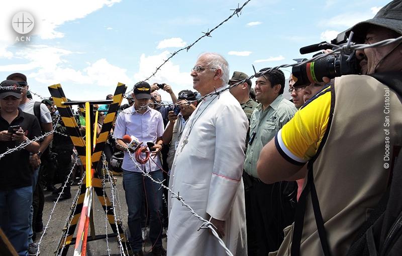 콜롬비아 국경에서 마리오 보론타 주교 (출처=ACN자료사진)