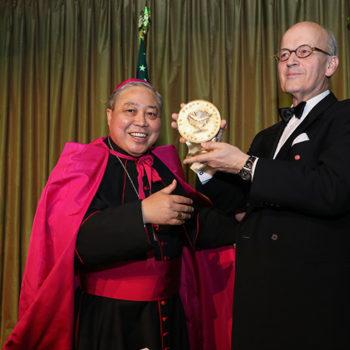 베르나디토 아우자 대주교와 토마스 하이네겔던 대표(출처=Joe Vericker/photobureau.com)