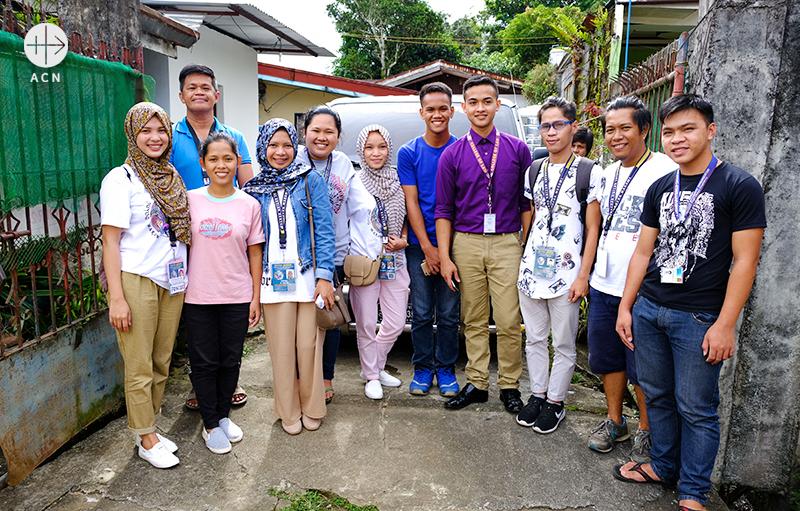 """""""평화의 젊은이"""" 자원봉사자들 (출처=ACN자료사진)"""
