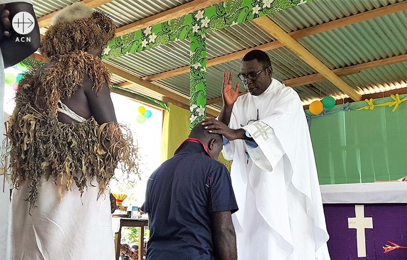 북 슈와쇨 보루보루의 토마스 파타볼로모 신부 (출처=ACN 자료사진)
