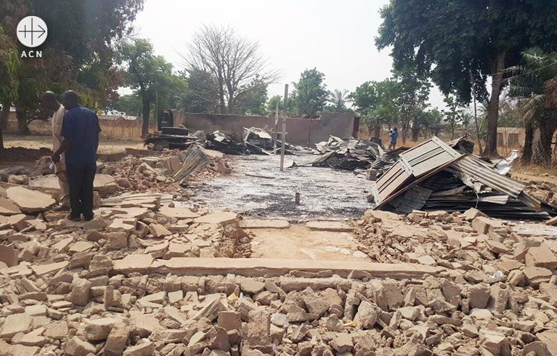 2017년 풀라니 민병대의 공격으로 파괴된 현장(출처=ACN 자료사진)