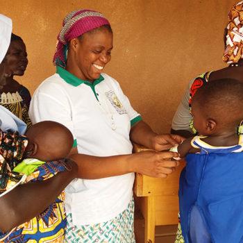 니제르 아이들을 대상으로 의료 서비스를 제공하는 박애의 하느님의 종들 수녀회(출처=ACN 자료사진)