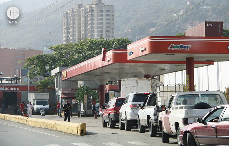 주유소에 줄 서있는 차량들(출처=ACN 자료사진)