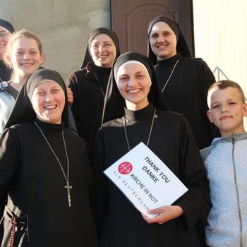 우크라이나 사람이 되신 말씀의 수녀회, ACN에게 감사의 인사를 전하는 모습(출처=ACN 자료사진)