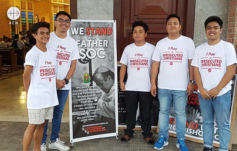 성 세례자요한 대성당에서 ACN 필리핀지부의 자원봉사자들과 조나단 루치아노 지부장(출처=ACN 자료사진)