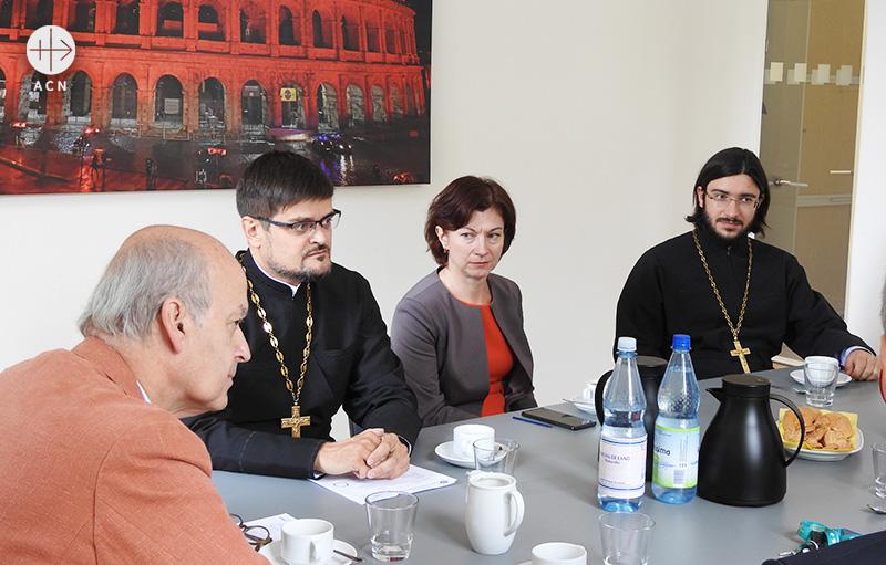 ACN 국제본부와 모스크바 총대주교구 사절단의 회의 모습(출처=ACN 자료사진)