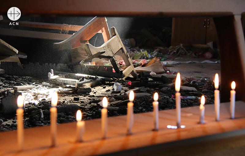 어둠 속에서 피어오르는 새로운 촛불(출처=ACN 자료사진)