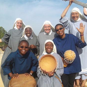 와가두구에서 활동하는 7명의 새벽의 별 마리아 수녀회 소속 수녀들(출처=ACN 자료사진)