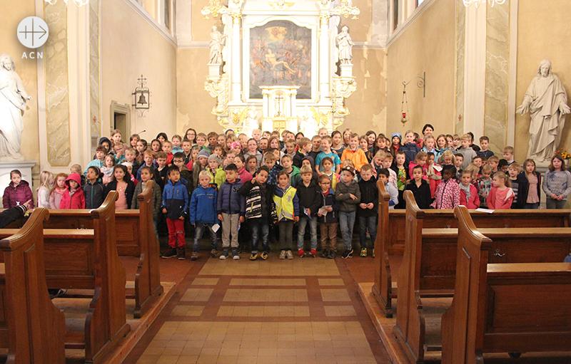 2018년 100만 어린이의 묵주기도 캠페인에 함께한 독일의 어린이들 (출처=ACN 자료사진)
