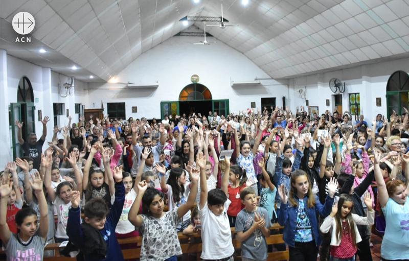 2018년 100만 어린이의 묵주기도 캠페인에 함께한 아르헨티나의 어린이들 (출처=ACN 자료사진)