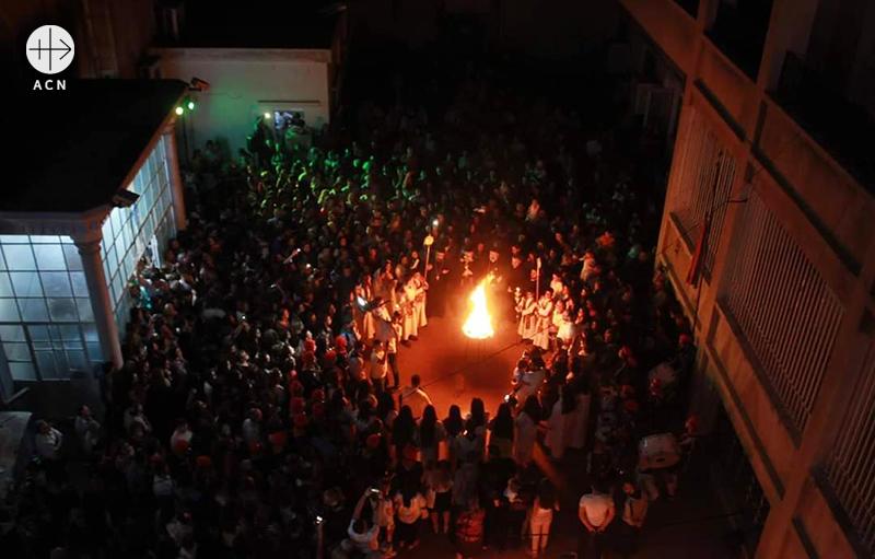 ACN이 주도한 기도 캠페인 '나의 백성을 위로하여라'에 함께하기 위해 카미실리의 시리아 정교회 성모 성당에 모인 신자들 (출처=ACN 자료사진)