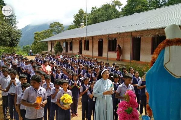 인도 이두키교구, 2019년 100만 어린이의 묵주기도 캠페인에 참여하는 모습 (출처=ACN자료사진)