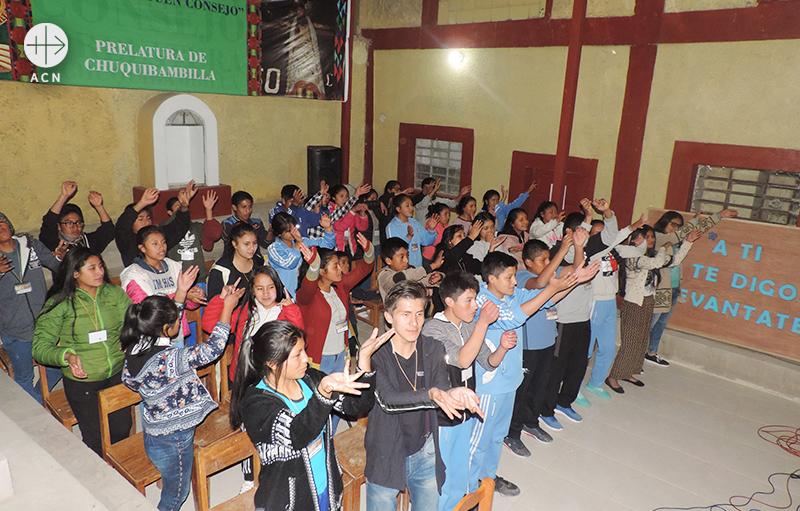 양성 센터 건물에서 청소년들(출처=ACN 자료사진)
