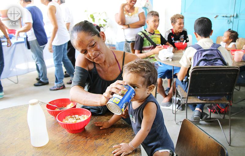 베네수엘라 한 본당에서 운영하는 식당, ACN은 이곳에 설비를 지원했다 (출처=ACN 자료사진)