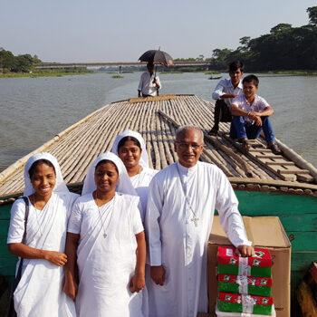 방글라데시 치타공대교구, 코스타 대주교와 수녀들 (출처=ACN 자료사진)