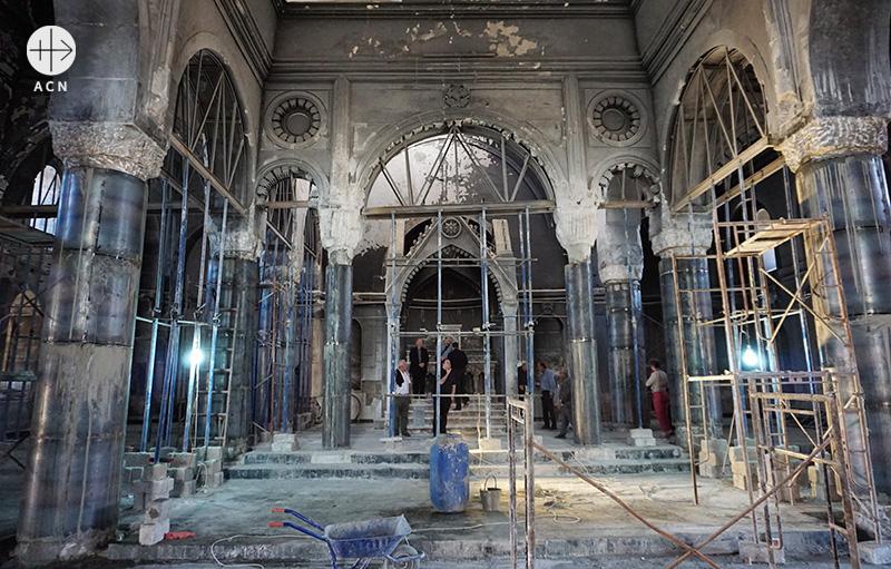 이라크 카라코시의 알 타히라 성당, 재건 중인 모습(출처=ACN 자료사진)