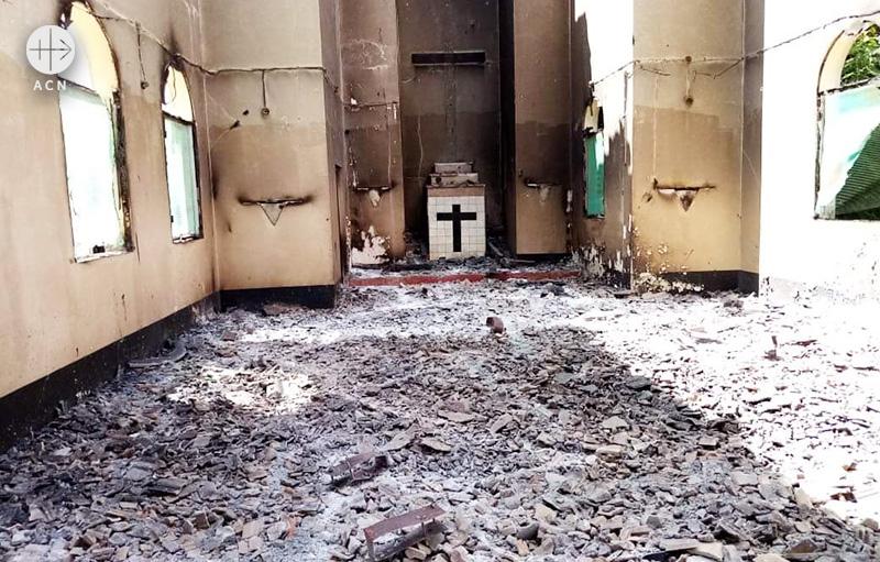 파괴된 모킴보아다프라이아 성당 (출처=ACN 자료사진)