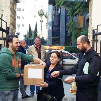 시리아 가톨릭교회를 통한 레바논 베이루트 긴급식량지원 (출처=ACN 자료사진)
