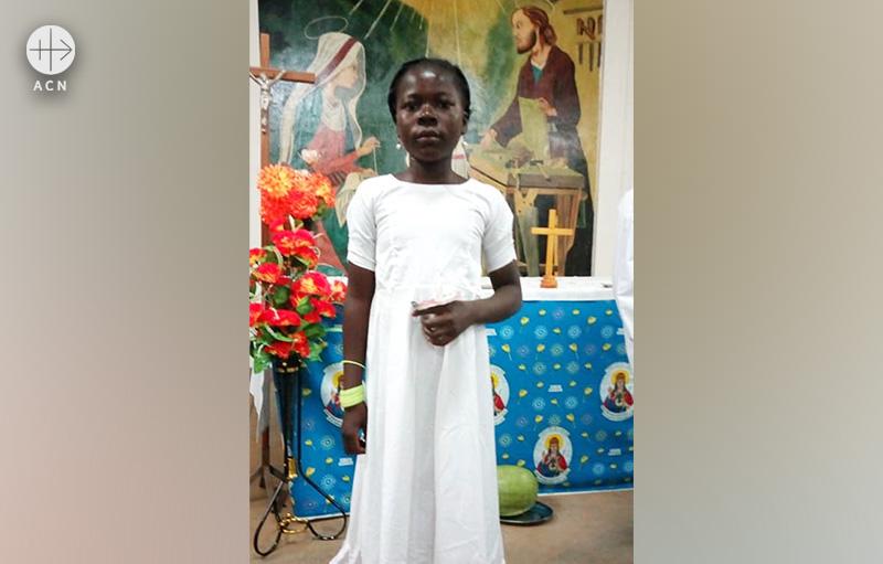 부르키나파소 카야 교구, 실향민 어린이들의 첫 영성체 (출처=ACN 자료사진)