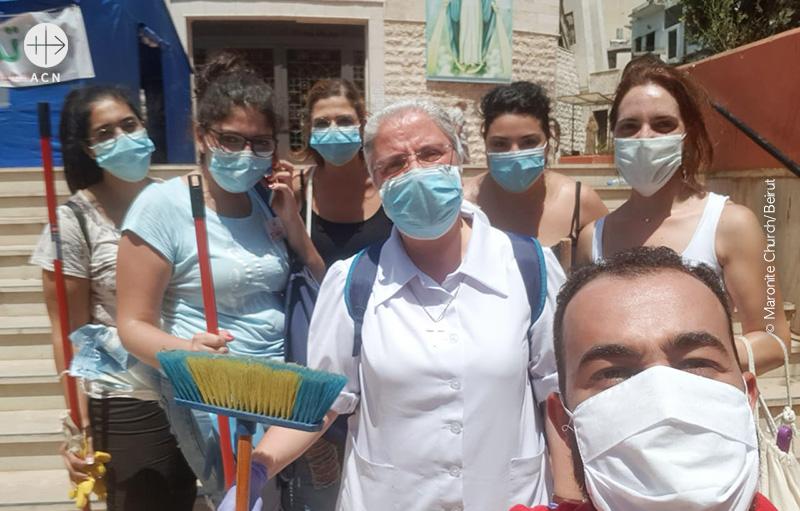 레바논 베이루트 폭발 사고 이후 잔해 청소에 나선 그리스도인 청년 자원봉사자들 (출처=Maronite Church/Beirut)