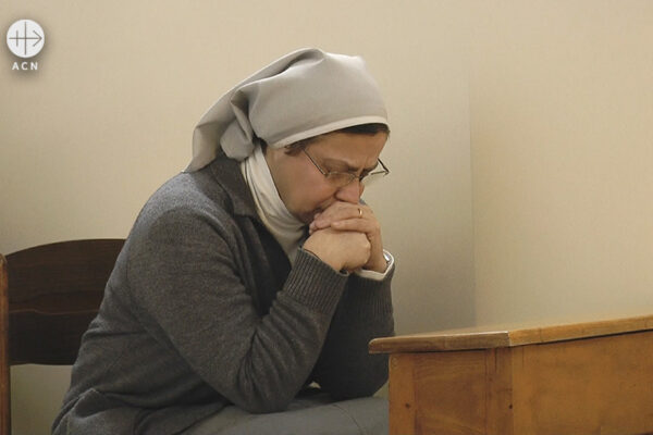 시리아 내전으로 폐허가 된 알레포에서 활동하는 애니 데메르지안 수녀 (출처=ACN 자료사진)