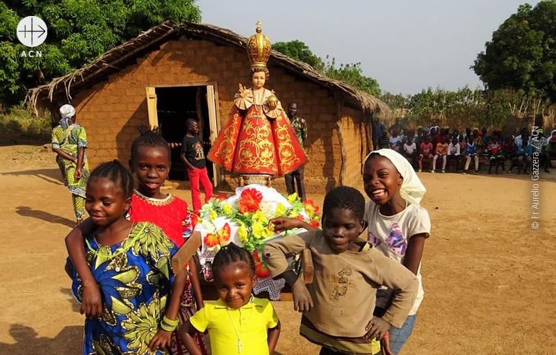 프라하의 아기 예수상과 바오로의 어린이들 (출처=ACN 자료사진)