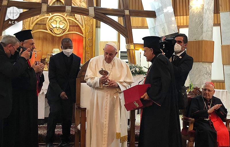 이라크 수도 바그다드에 도착하여 구원의 성모 대성당을 방문한 프란치스코 교황 (출처=ACN 자료사진)
